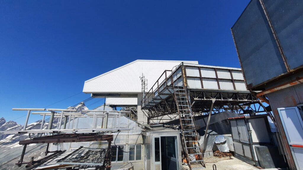"""Extraordinary maintenance at the CNR scientific research station """"Testa Grigia"""" at Plateau Rosa"""